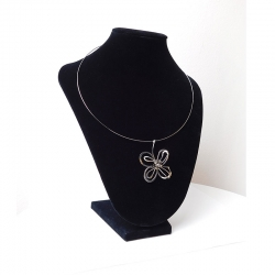Květ lásky - přívěsek z chirurgické oceli - dekolt